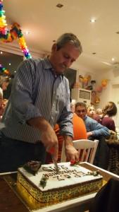 Ο πρόεδρος Δημήτρης Ρουσουνέλος κόβει την πίτα μας